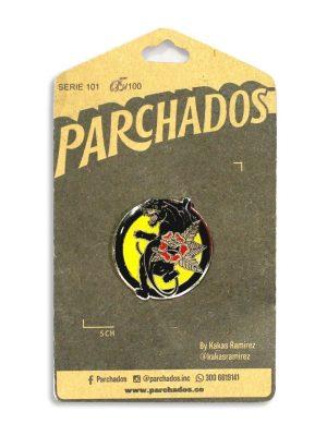 fotoproducto_pin_pantera_parchados_empaque